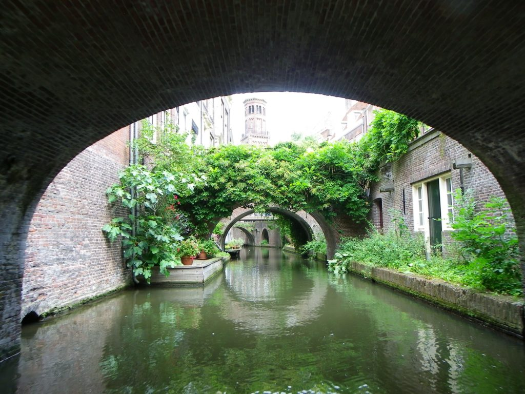 Under Nieuwegracht bridge